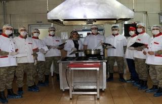 Hem asker hem aşçı