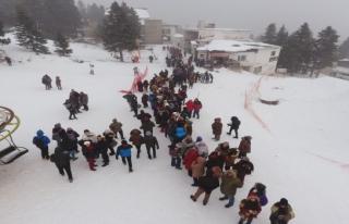 Kış turizmi patladı Uludağ'da teleseyiş kuyrukları...