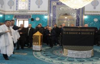 Bursa'da dev kabe maketi önünde umre eğitimi