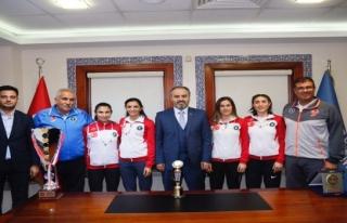 Bursalı sporcuların atletizmde dünya başarısı