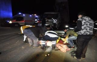 Bursa'da korkunç kaza! kamyonun ön camından fırladılar