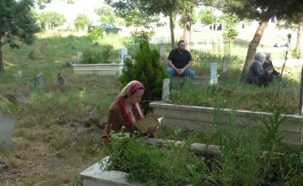 Bilecik'te mezarlıkta toplu bayramlaşma geleneği