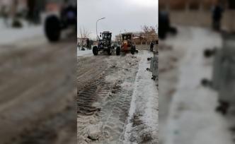 Ağrı'da kar temizleme çalışmaları sürüyor