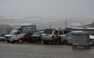 Sinop'ta kaporta ve boyacıların yoğun kar mesaisi