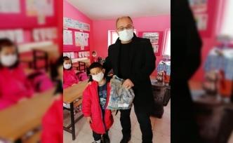 Vefalı doktor 27 yıl önce okuduğu okulun öğrencilerini unutmadı