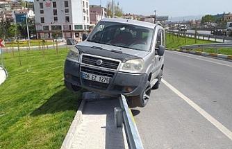 Araçta çay keyfi kaza ile sonuçlandı