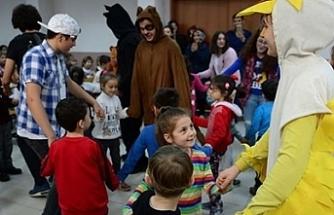Liselilerden köy okullarına tiyatro gösterileri