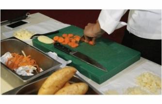 Öğrencilere bıçak bileme ve kesme eğitimi