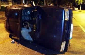 Aracın içinde kurtarılmayı beklediler