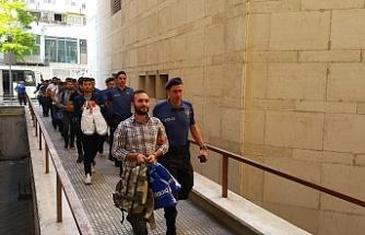 Aralarında bir albayın da bulunduğu 42 FETÖ şüphelisi asker adliyede