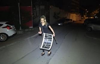 Kadın davulcu Bursalıları sahura uyandırıyor