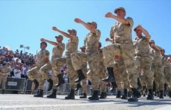 Yeni askerlik sistemi teklifi yasalaştı
