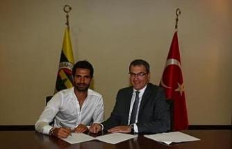 Alper Potuk, yenilenen sözleşmesini imzaladı