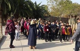 Erzurum'dan Darıca'ya gelen öğrenciler hayvanat bahçesini gezdi