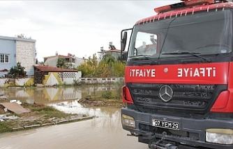 O derenin taşması sonucu bazı evleri su bastı