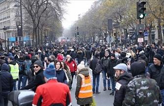 Paris'te 460 km'lik araç kuyruğu oluştu