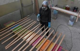 Bursalı öğrenciler resim öğrencilerinin şövalelerini üretiyor