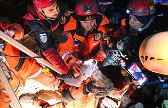 Türkiye hep birlikte yaralarını sarıyor