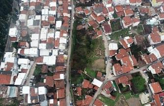 Bursa'da tarihi surların üzerine ev yapmışlar