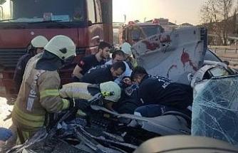Büyükçekmece D 100'de kaza: 1'i ağır 3 yaralı (1)