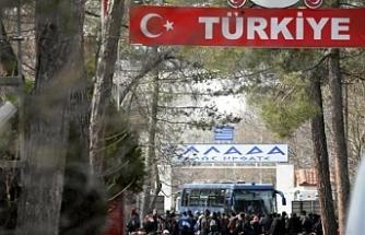 Yunanistan sınırını otobüsle kapatıldı!
