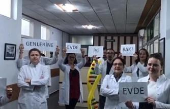 Bursasporlu futbolcular ve hastane personellerinin 'Evde kal' çağrısı