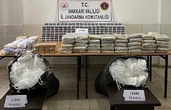 Hakkari'de toprağa gömülü eroin ve 10 bin tıbbi maske ele geçirildi