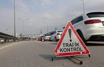 Bursa'da koronavirüs önlemlerine uymayanlara polis 'evde kal' dedi