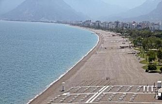 Hazırlıkların tamamlandığı dünyaca ünlü sahilde yüzde 70 doluluk bekleniyor
