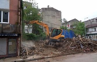 Tehlike Arz Eden Metruk Binalar Yıkılıyor!