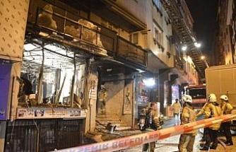 4 katlı binayı saran yangında 2 kişi mahsur kaldı