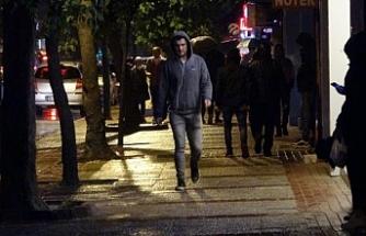 Yağmur demediler, gece demediler sokaklara akın ettiler!