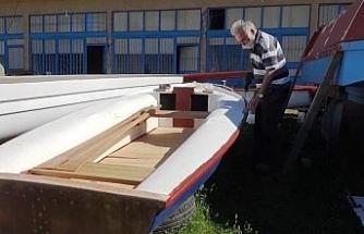 Denizi olmayan ilde ekmeğini tekneden kazanıyor