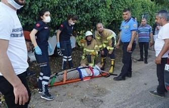Kontrolden çıkan otomobil, bahçe duvarını yıktı: 5 yaralı
