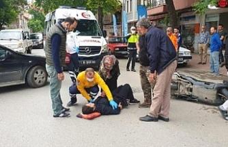 Otomobilin çarptığı motosikletin sürücüsü yaralandı