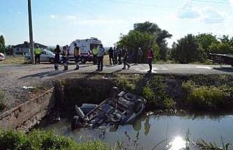 Sulama kanalına devrilen otomobilin sürücüsü öldü