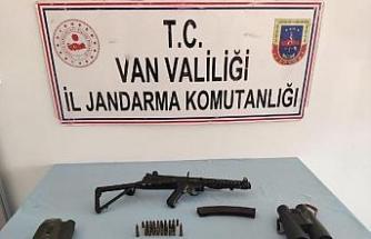 Van'da PKK'nın makinalı tüfek ve dürbünü ele geçirildi