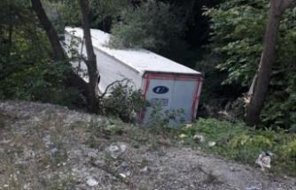 Bursa'da dereye uçan TIR'ın şoförü yaralandı
