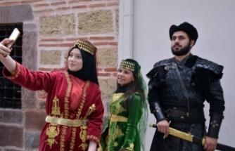 Bursa'da Osman Gazi ve Orhan Gazi türbelerinde sancak nöbeti başlıyor