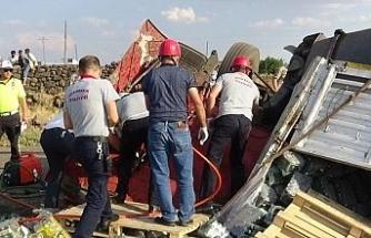 Diyarbakır'da lastiği patlayan tır dehşeti: 1 ölü, 1 yaralı