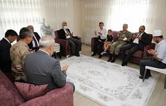 Erzincan protokolü şehit ailelerini ziyaret etti