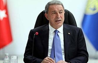 Milli Savunma Bakanı Akar'ı Kiev'de duygulandıran 'not'