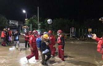 Rize'de Ağaran Şelalesi aşırı yağışla taştı, 36 kişi tahliye edildi (3)