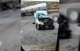 TIR ile kamyonet çarpıştı: 1 ölü