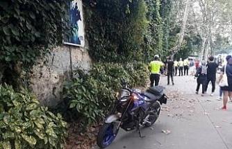 Beşiktaş'ta motosiklet kaldırımdaki yayalara çarptı: 4 yaralı