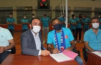Brezilyalı voleybolcuya Adilcevaz'da coşkulu karşılama