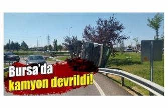 Bursa'da beton yüklü kamyon yan yattı