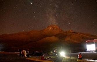 Erciyes'te 'meteor' yağmurunu 2 bin 650 metrede izlediler