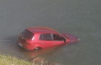 Pülümür Çayı'na otomobil uçtu, sürücü yaralandı