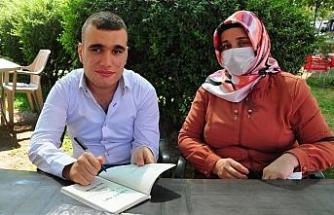 '7 yıl yaşar' denilen Serhat, 20 yaşında 3'üncü kitabını yazdı